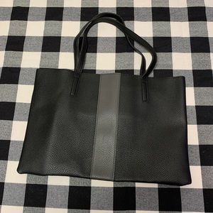 Vince Camuto Tote luck leather vegan black